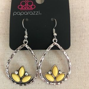 Tear drop silver earrings w/ yellow petal accents